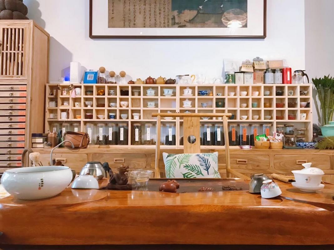 1名店长。1名茶艺师